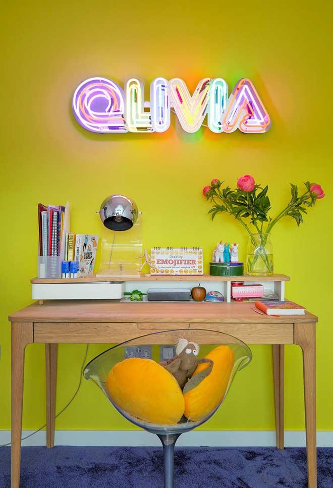 Mix of green and yellow in the corner with neon lamp