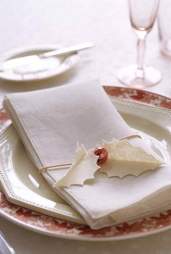 Mistletoe ring for fabric napkins