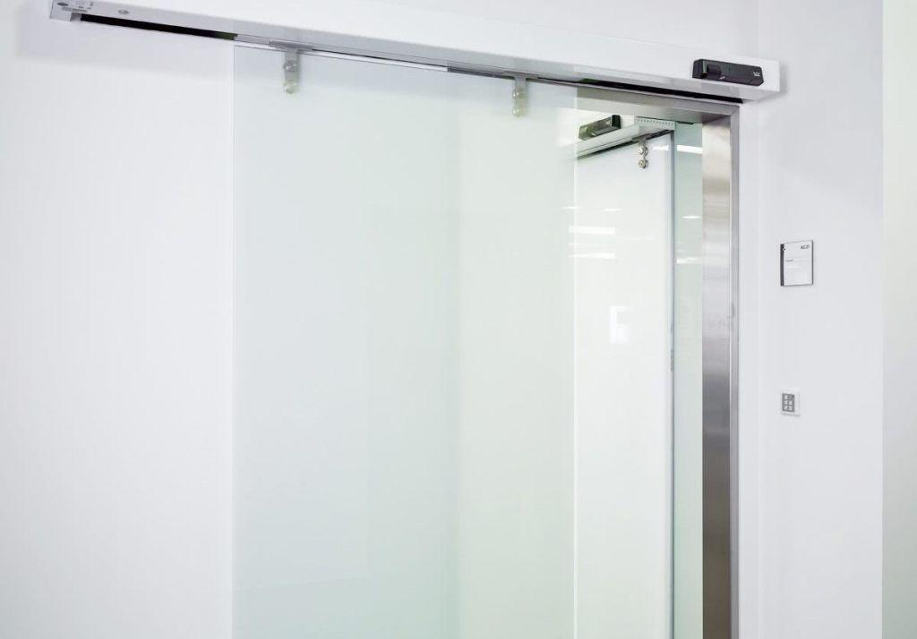 Sliding door: advantages of using and projects with photos 2