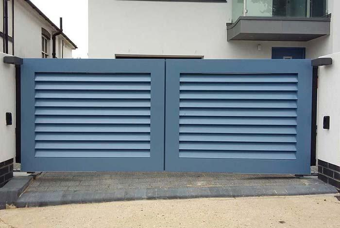 Small and soft blue aluminum gate