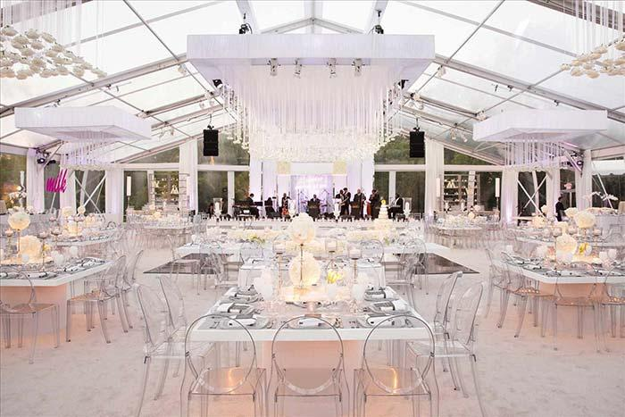 Acrylic chairs reveal the modern style of this wedding party
