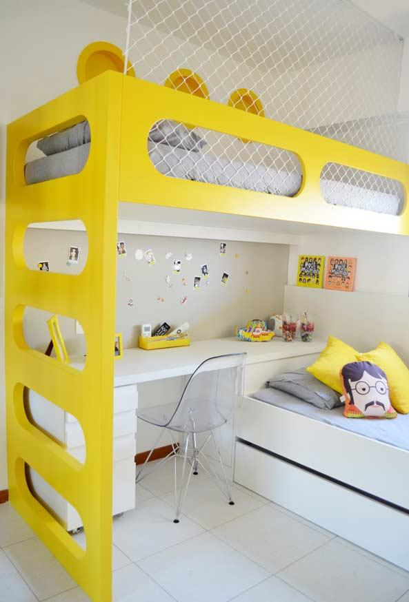 Children's room with predominance of yellow and white