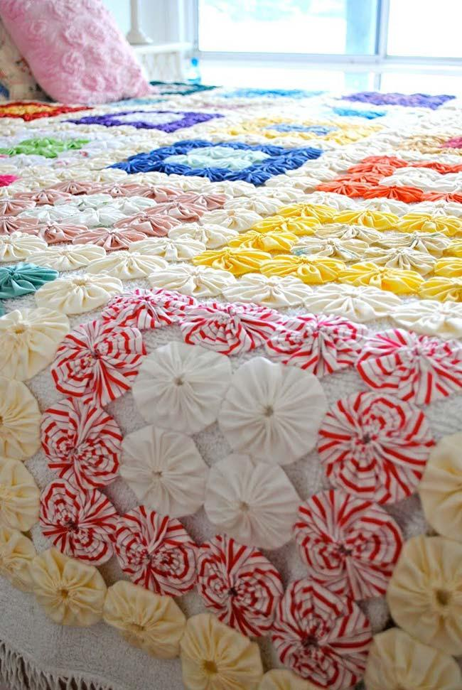 Fuxicos with different sizes in quilt