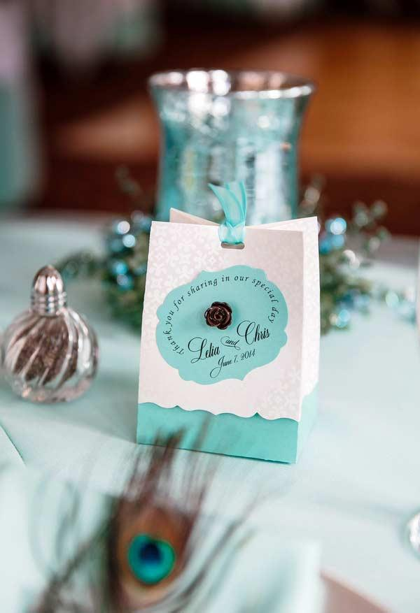 Wedding gift bag with details in blue Tiffany