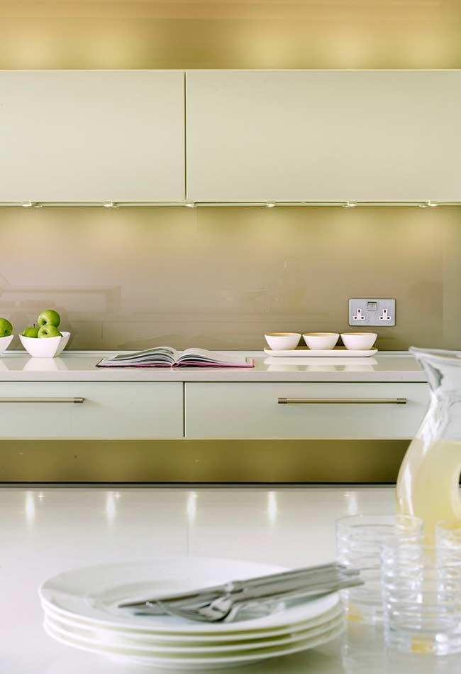 Soft shades of yellow in kitchen decor