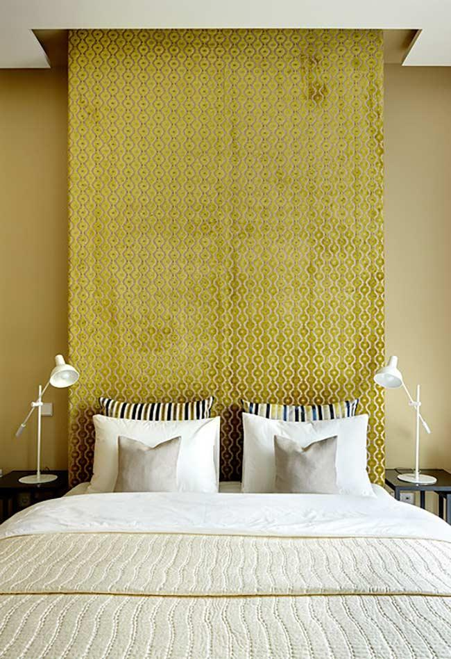 Golden yellow for a luxurious ambience