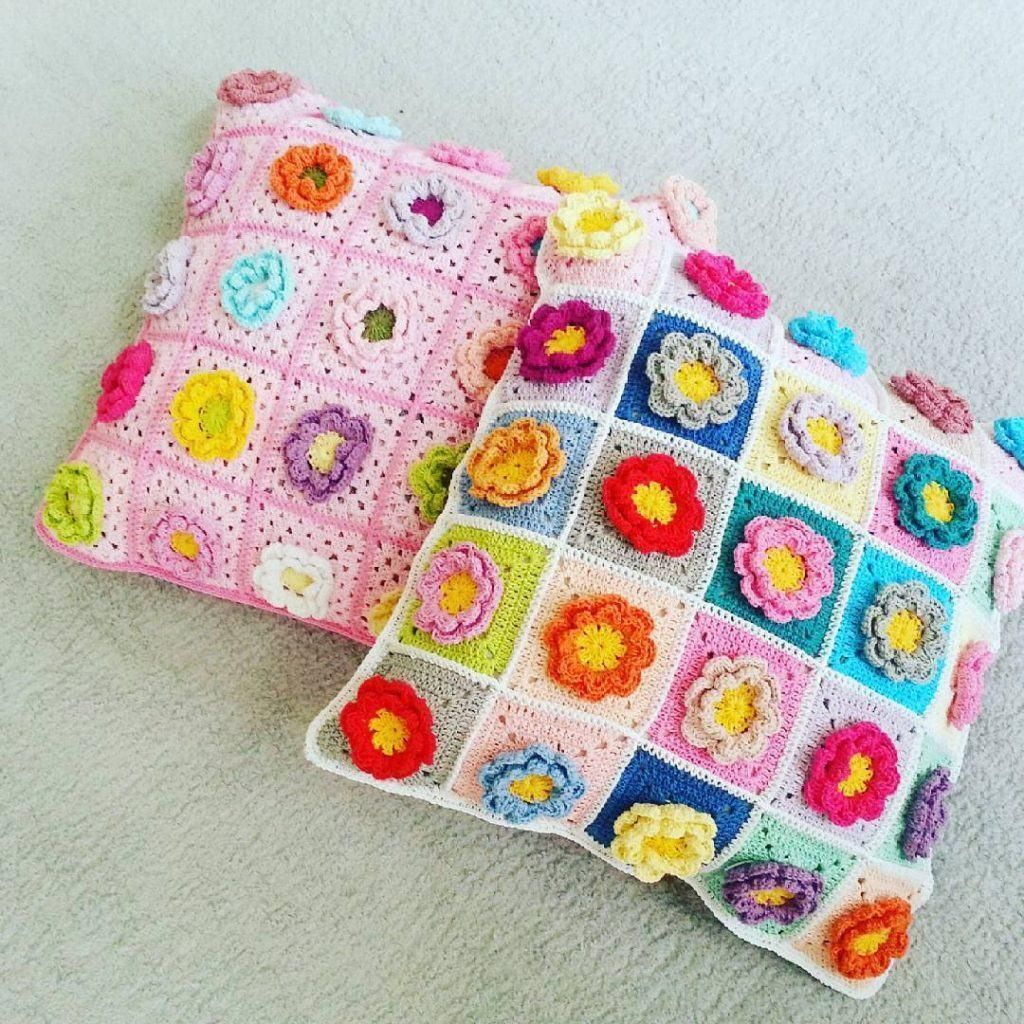Cushion-of-croche-with-flowers-6