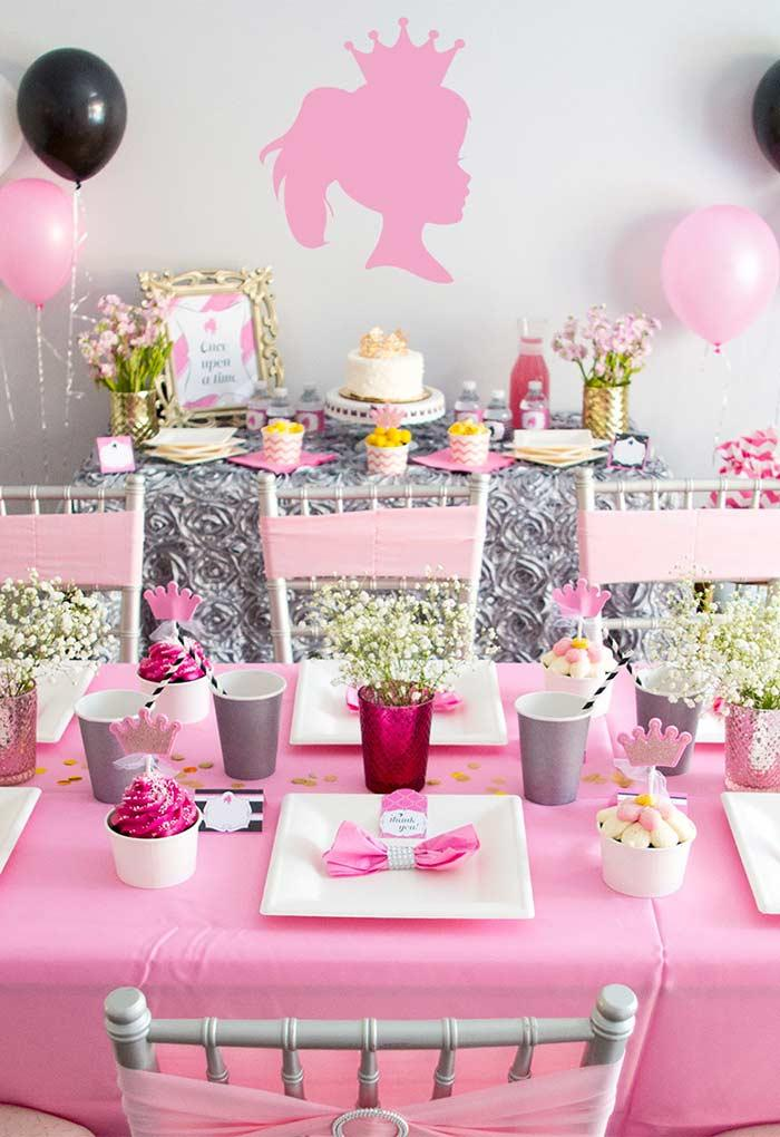 Princess party with a simple table