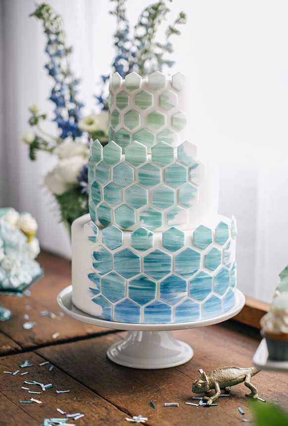 Cake with geometric applications: a jovial choice for decoration