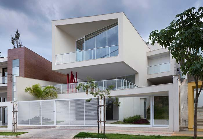 House with aluminum gate