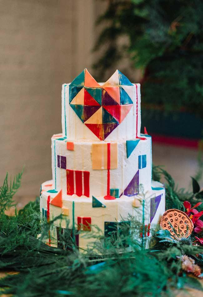 Cake with geometric cover