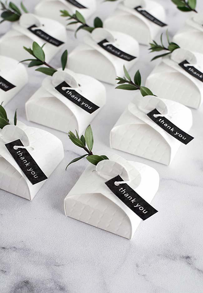 Do-It-Yourself Wedding Decor: Well Married in a Simple Box But Full of Charm