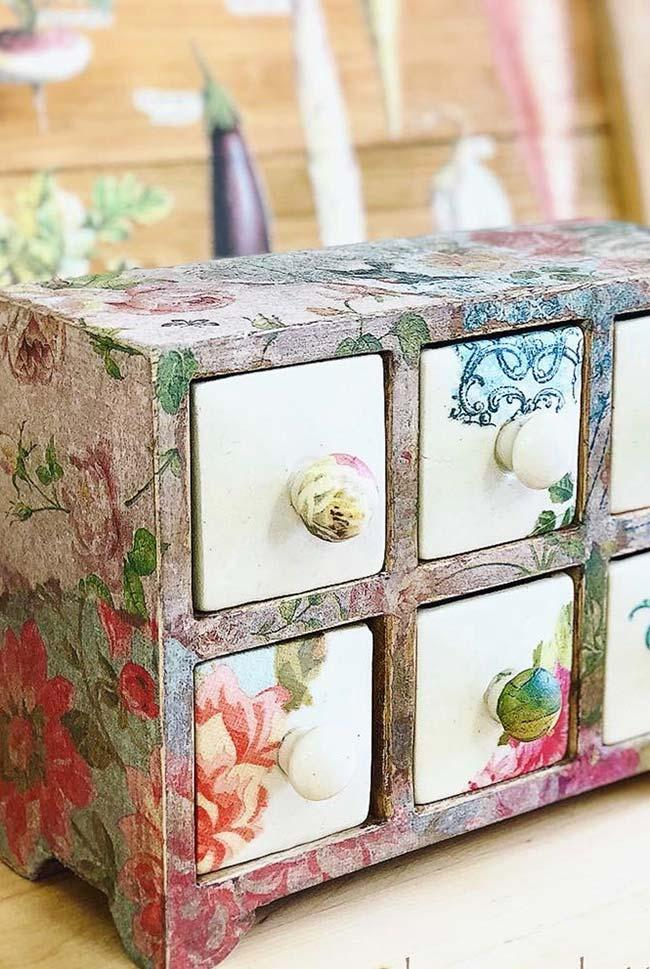 Special box for jewelry with decoupage