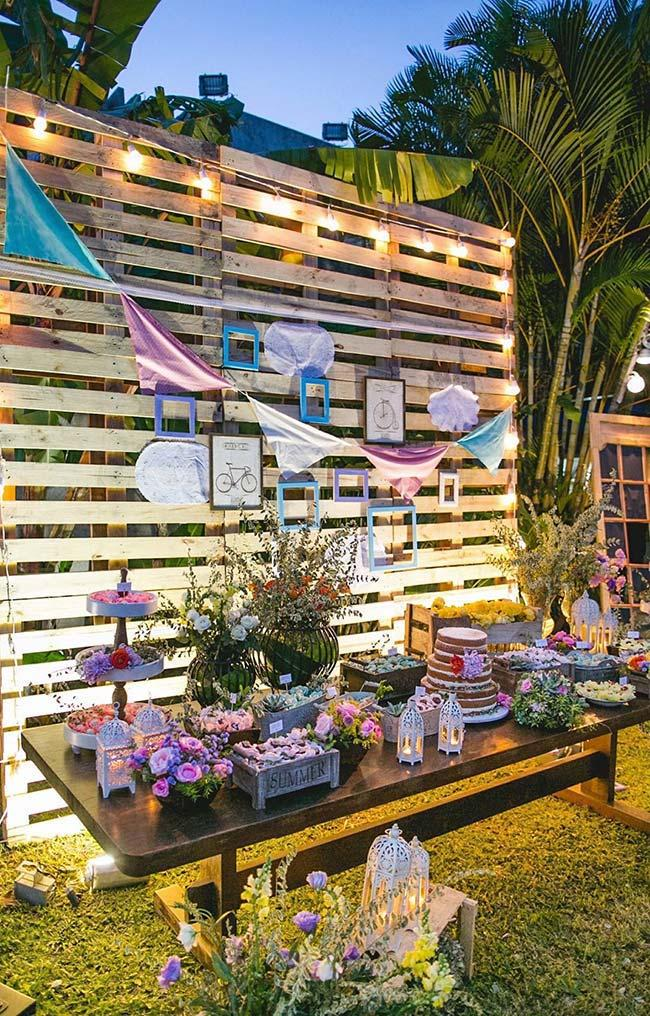 Outdoor party with pallet wall