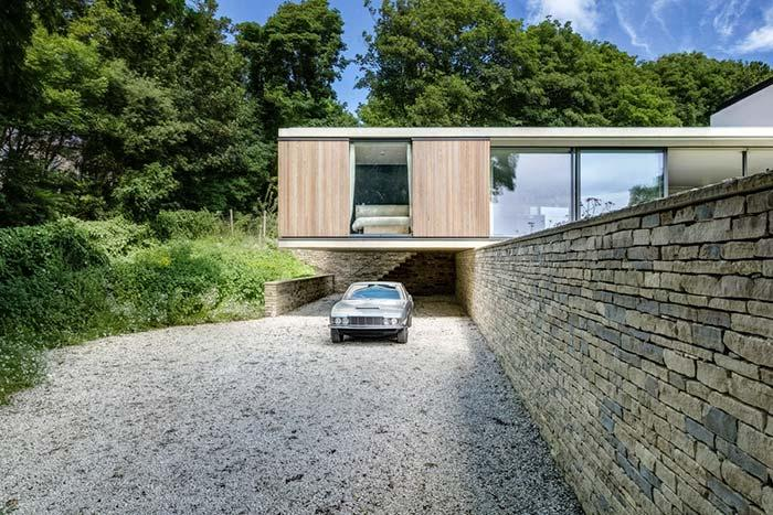 Retaining wall of stones helps to sustain the house of modern style