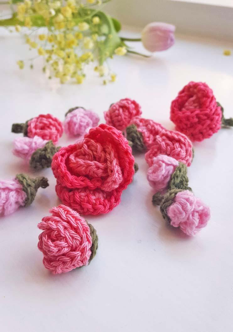 Crochet roses in full size and assorted flowers