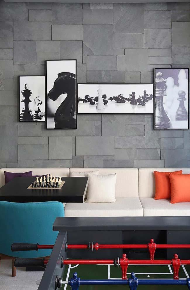 Wallcovering in living room with slate