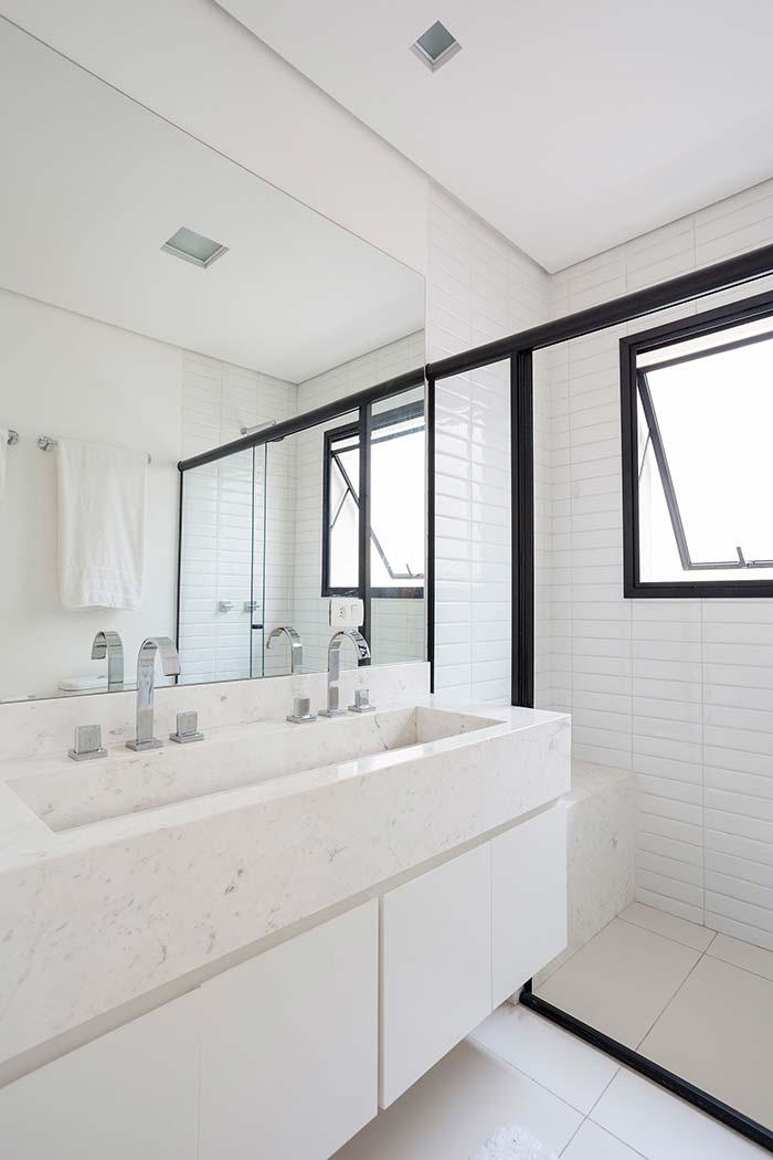 Bathroom with bench in White Marble Piguês