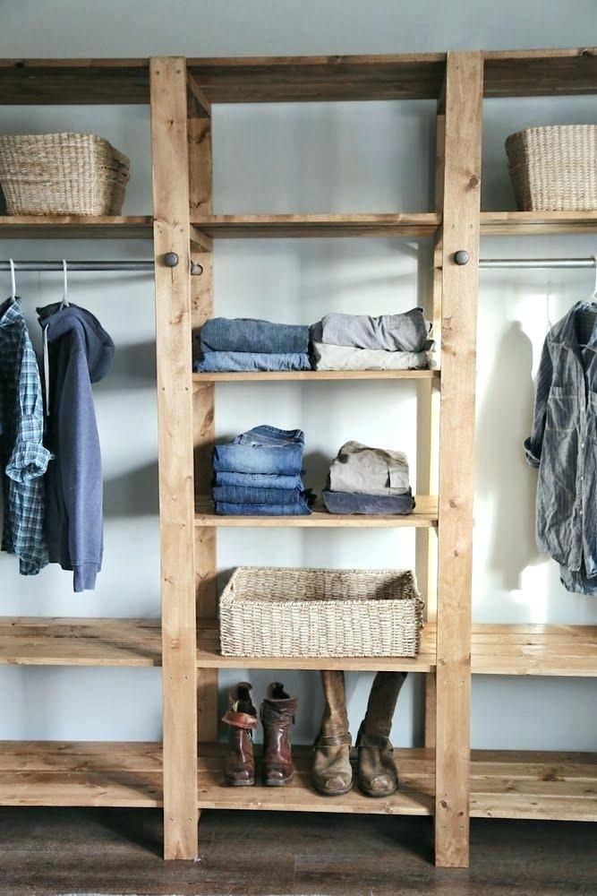 Pallet wardrobe with well-defined separations