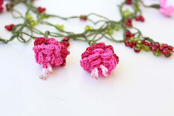 Crochet roses with beads
