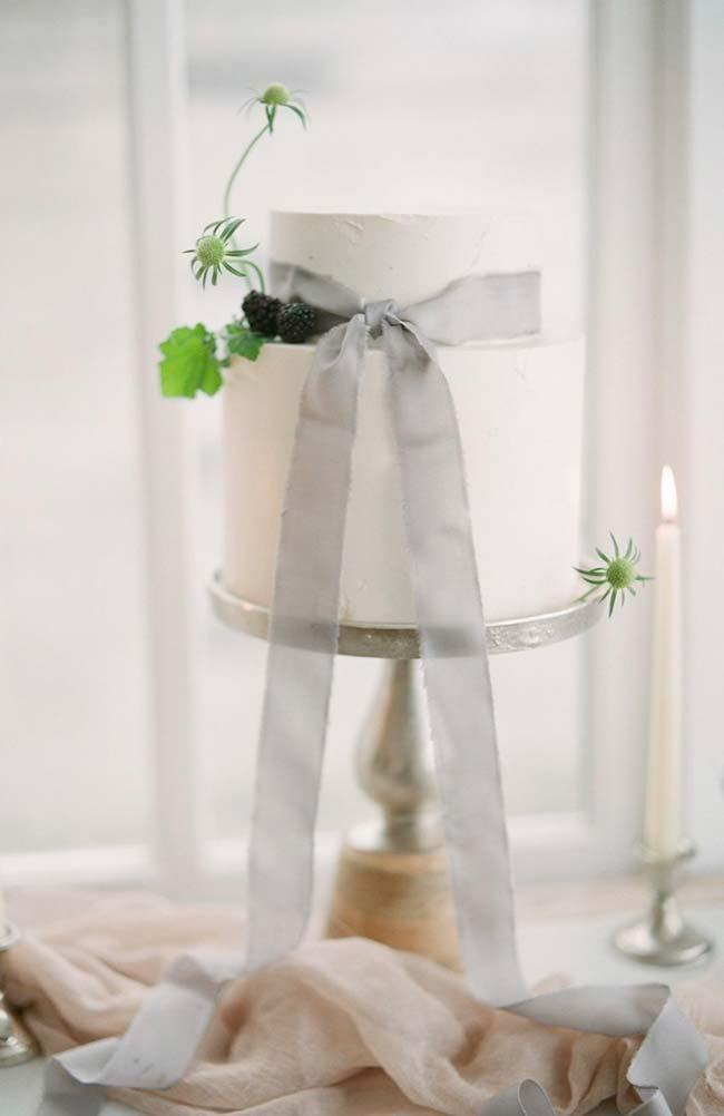 Escape the obvious in simple wedding cake