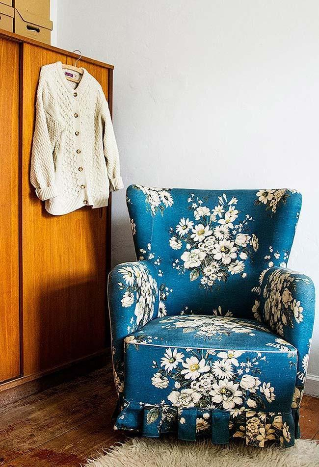 Decorating with used furniture: this armchair is a journey in time