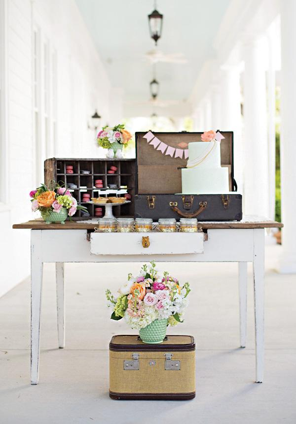 At this wedding party at home, the unused suitcases became decorative pieces
