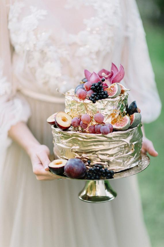 Golden fruit cake for wedding 2018