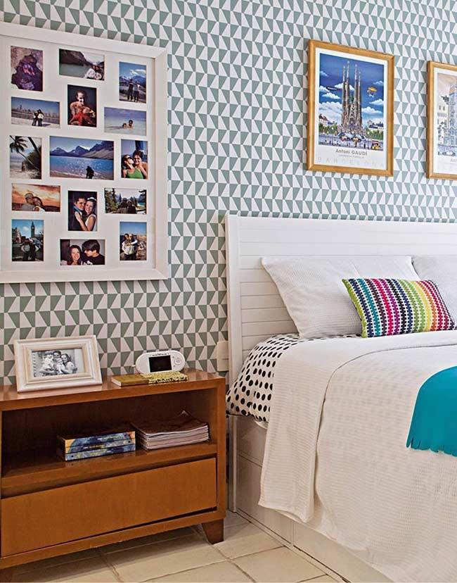 Room with photo gallery