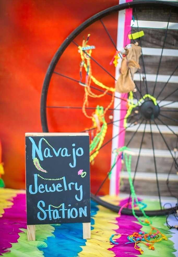 Festa Neon: 60 decorating ideas and photos of the theme 39