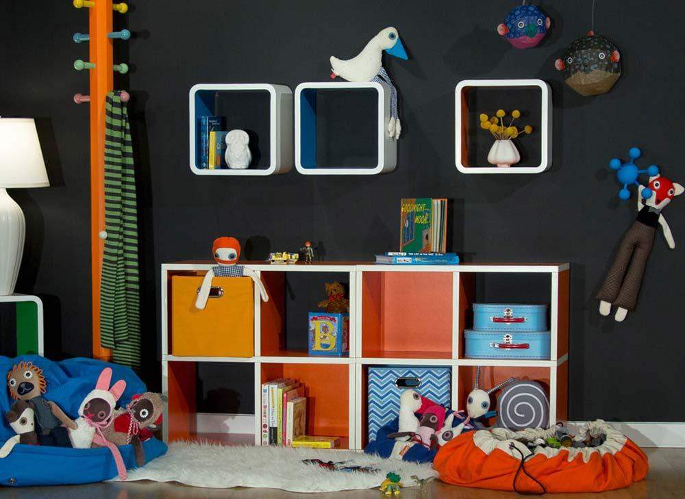 Niches and baskets for organizing toys