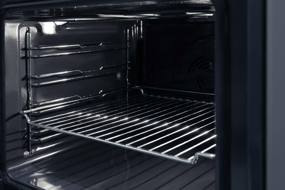 Cleaning grids and oven trays