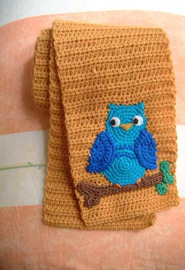 Scarf model with blue owl