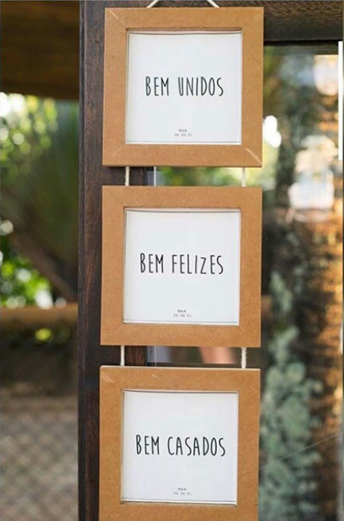 Charming little plaques welcome the guests.