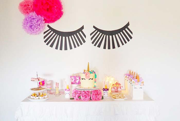 Paper pompoms to decorate simple party