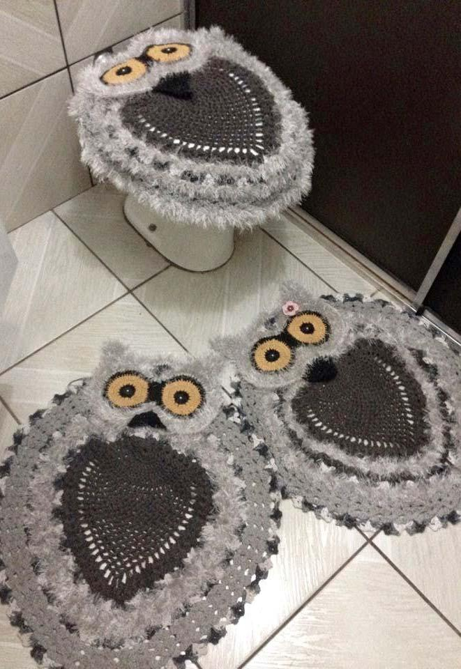 Bathroom set with gray and black owls
