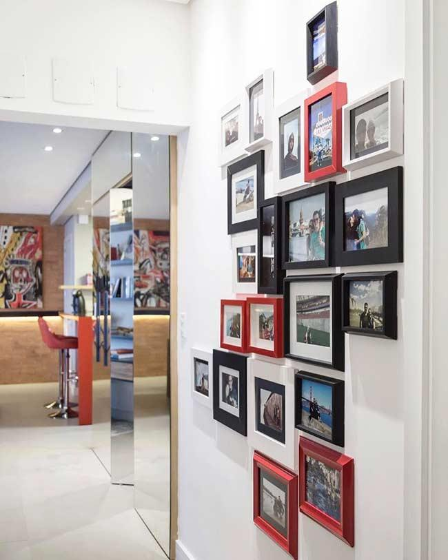 Decoration with photos: same frame with different sizes