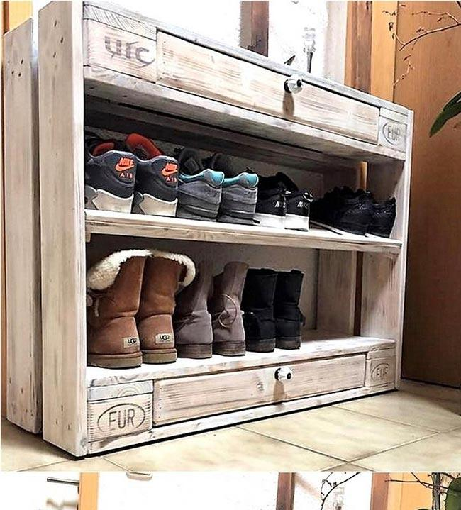 Shoe rack with drawers at the ends