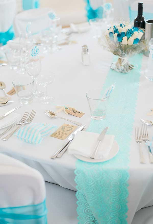 Table with small details in blue Tiffany