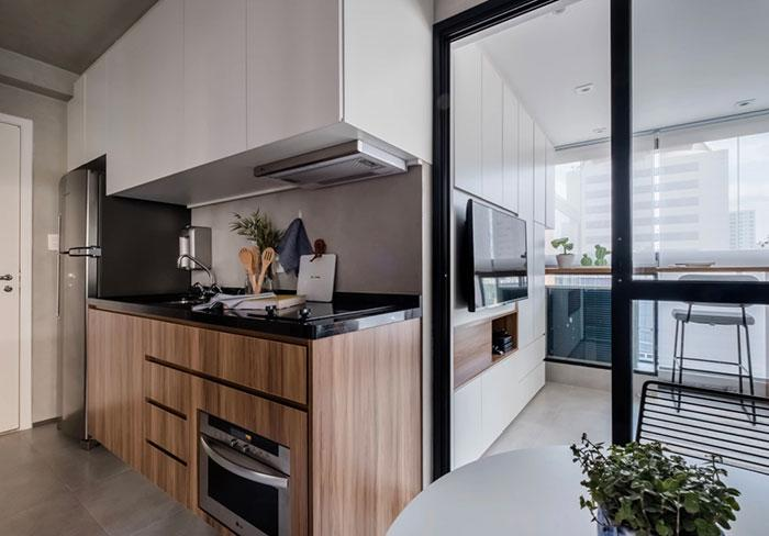 Black granite and woody tones in the kitchen