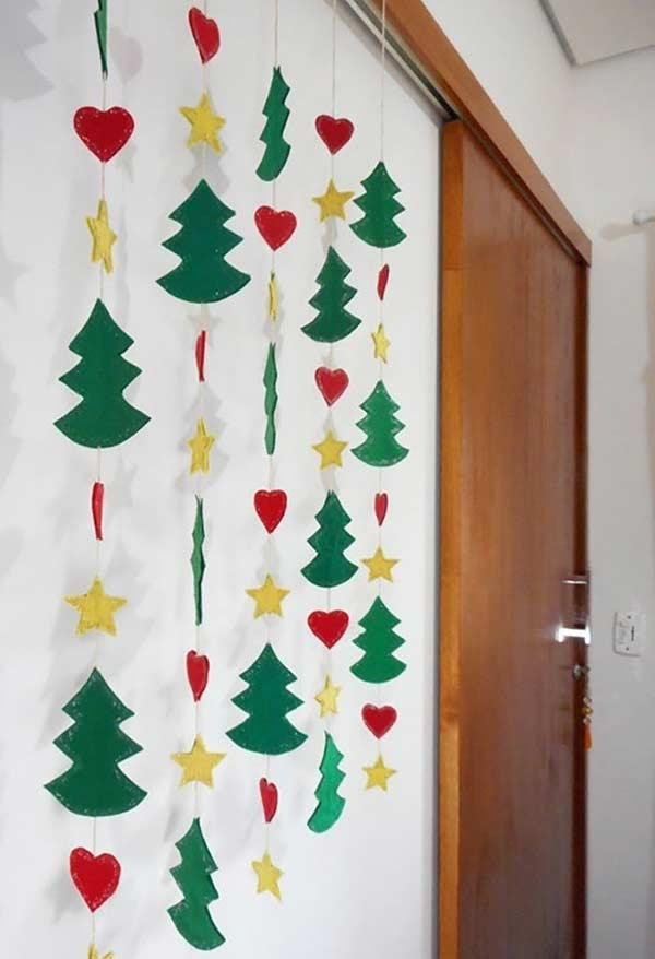 Garland to form a little curtain with the symbols of Christmas