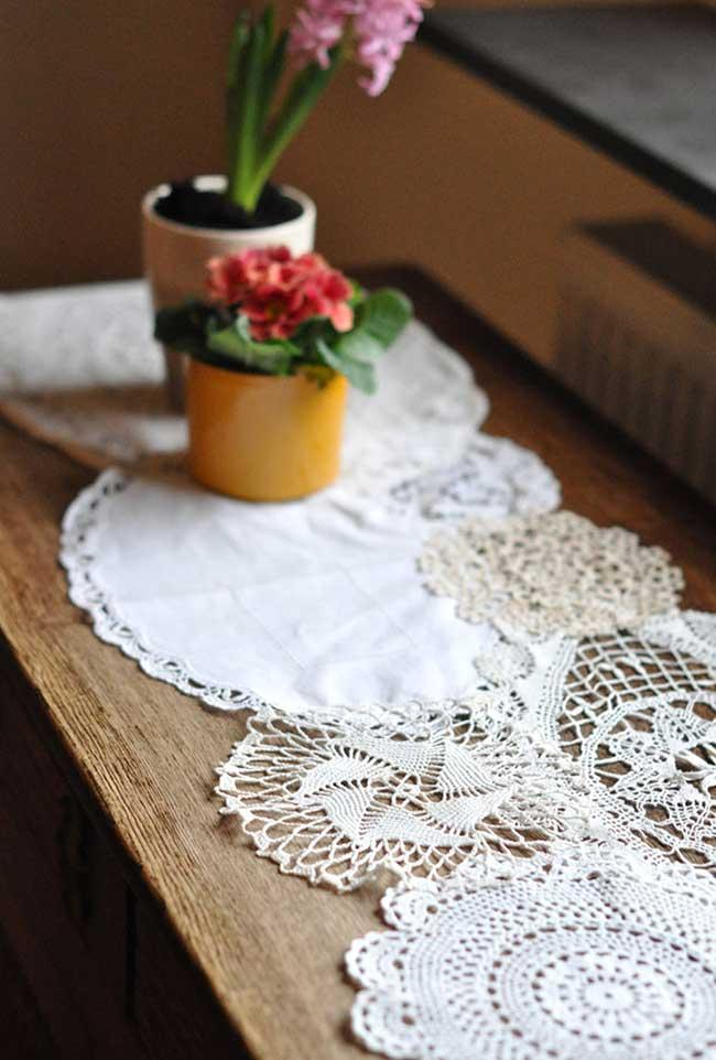 Crochet blend with stitching for table path