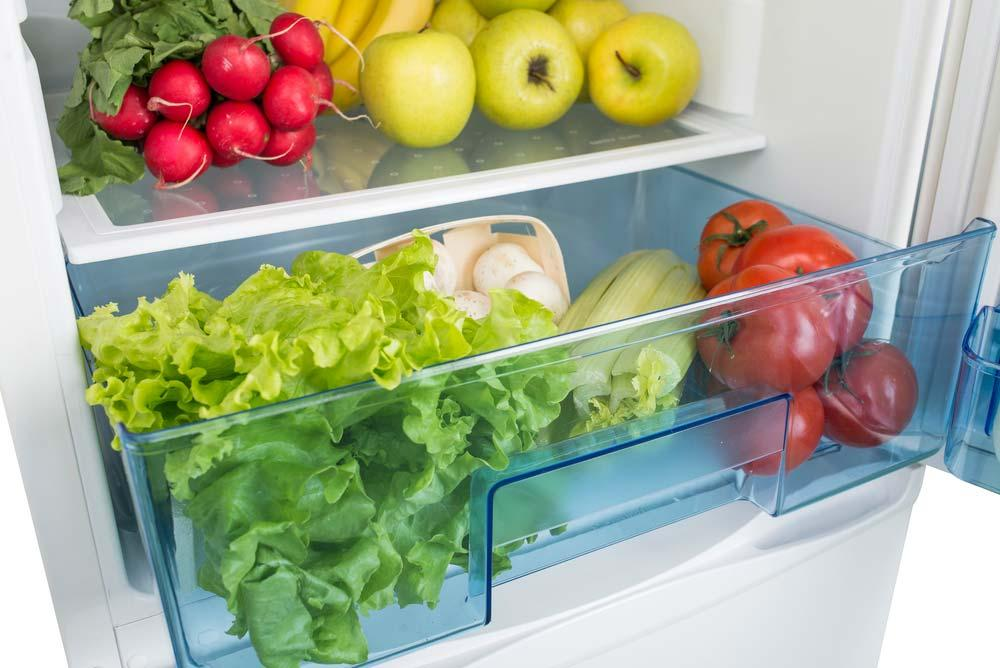 Lower refrigerator drawer