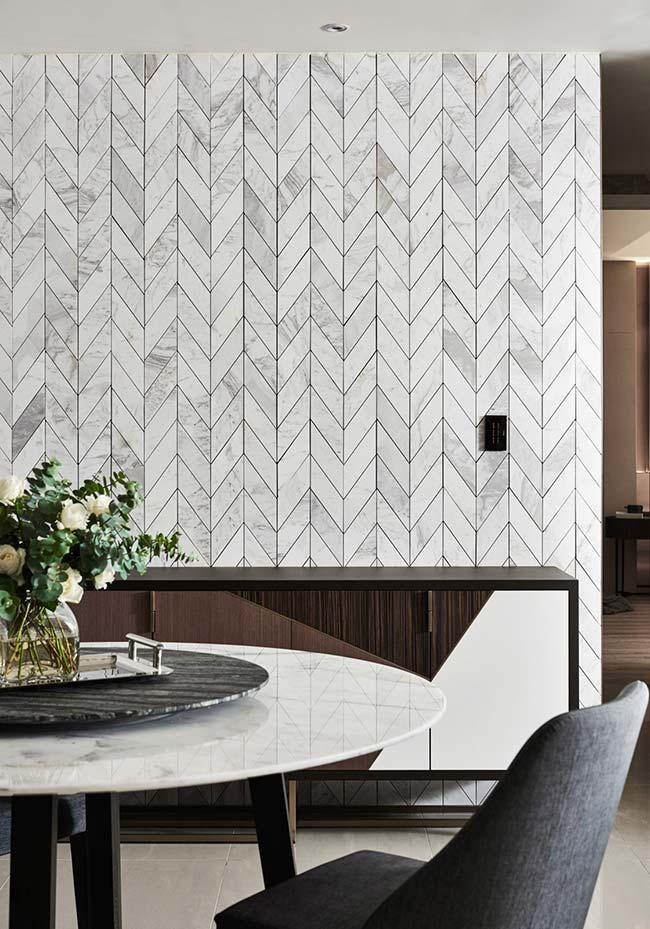 Zig zag effect of the marble on the wall makes it even more beautiful
