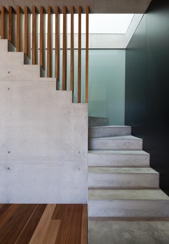 Double full of charm: concrete and wood