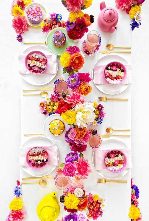 Colorful and tropical table setting