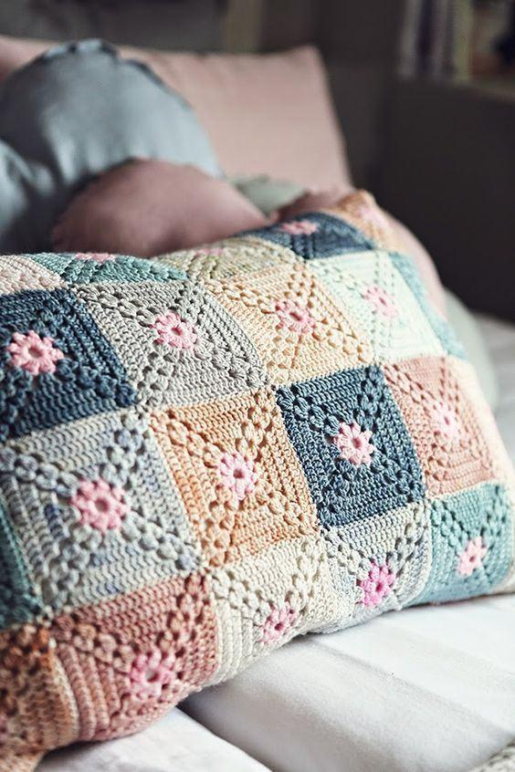 Cushion-of-croche-color-19