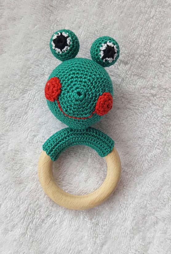 Handle crocheted dish dish with wooden ring