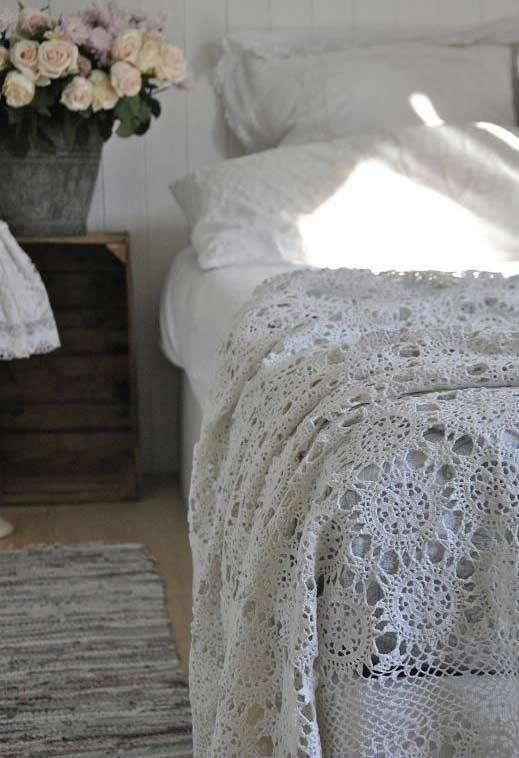 Pattern of lace to put on the bed