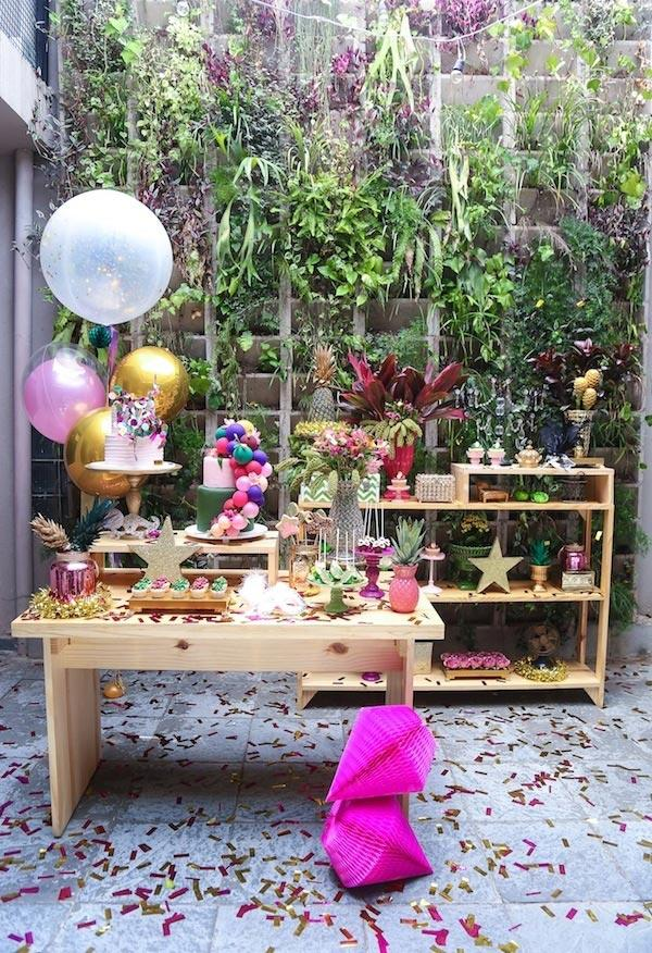Bet on green for carnival decor with a tropical garden